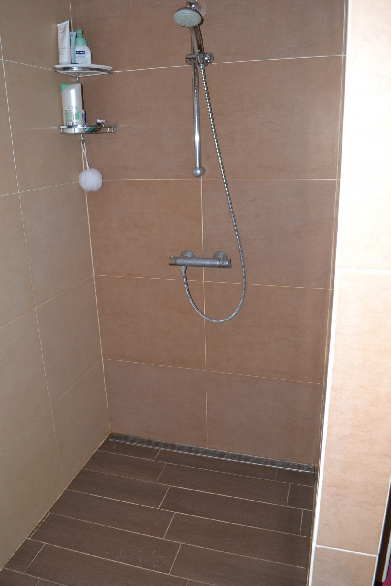 Carrelage pour douche a l italienne maison design for Carrelage 01
