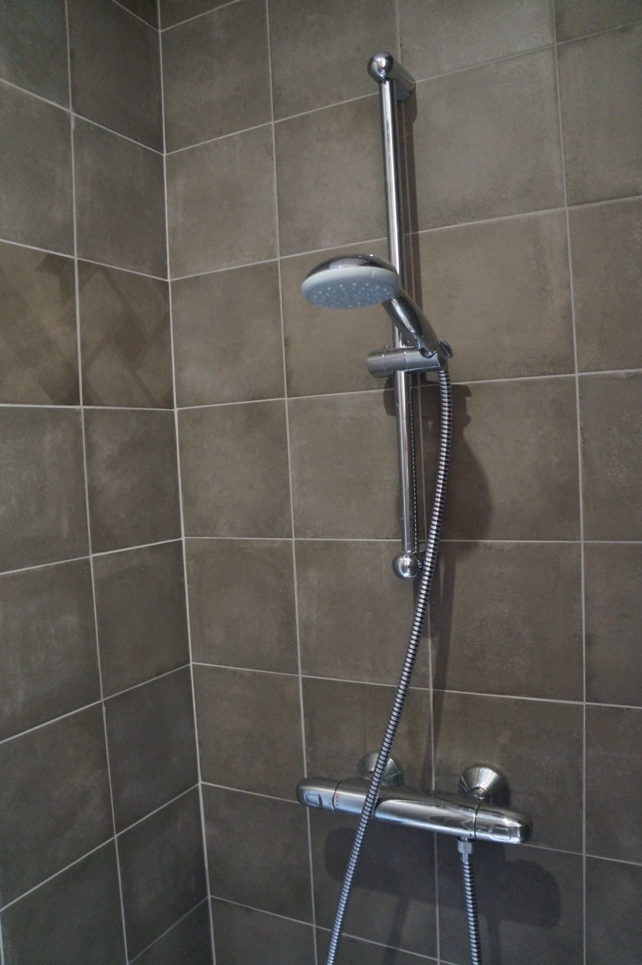 Carrelage de douche italienne for Led pour carrelage