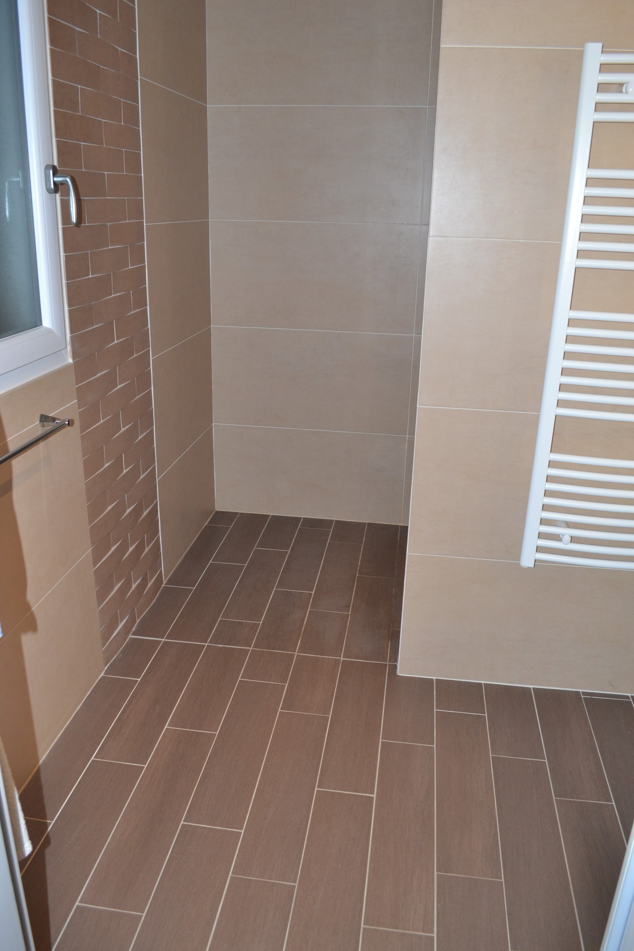 Faience salle de bain taupe for Photo carrelage salle de bain