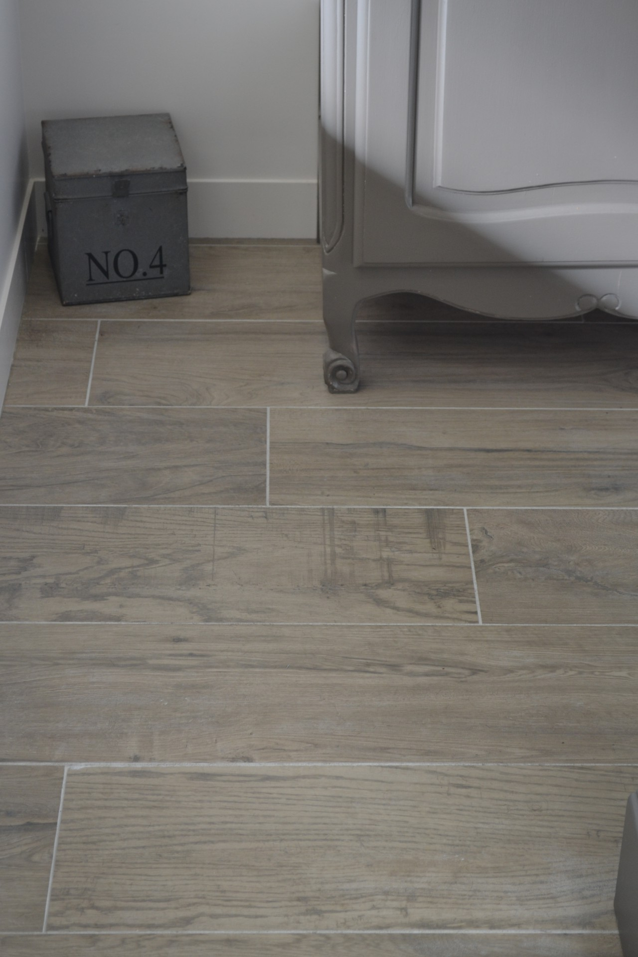 Poser du carrelage imitation parquet for Pose de joint carrelage salle de bain